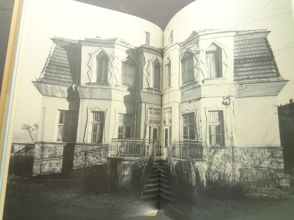 Lomene, hranate a obloukove tvary: Ceska kubisticka architektura 1911-19232